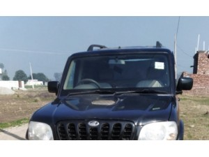 mahindra-scorpio-sle-black-colour-small-0