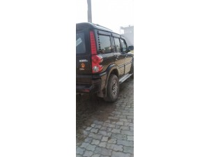 mahindra-scorpio-sle-black-colour-small-2