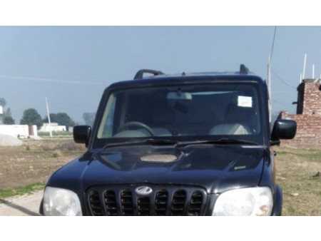 Mahindra scorpio sle black colour