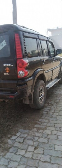 mahindra-scorpio-sle-black-colour-big-2
