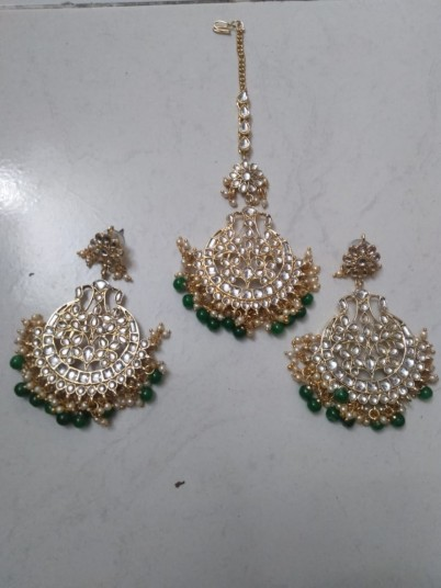 green-earings-with-mangtika-big-0