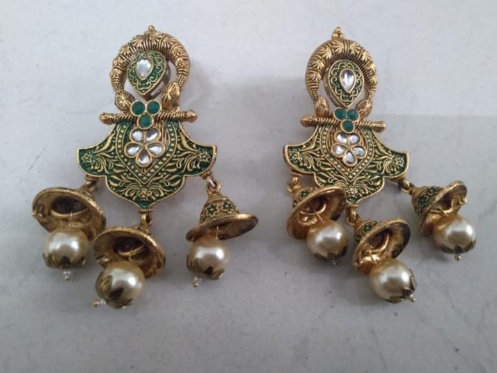 green-earrings-big-0