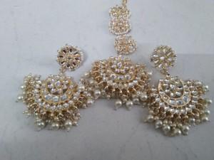white-earrings-with-mangtika-small-0