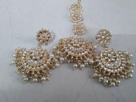 White Earrings with Mangtika
