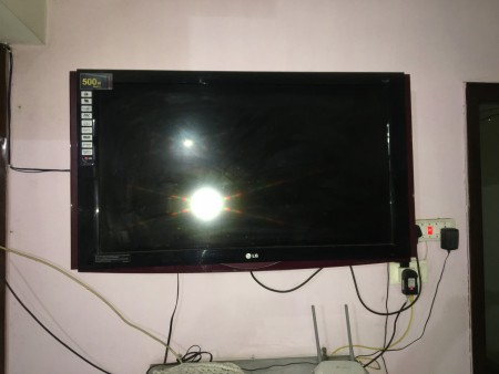 LG Tv 42 inch with auto sliding speakers SRS Digital FULL HD 1080P